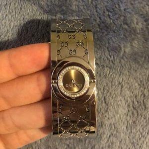 Gucci Twirl watch with diamonds